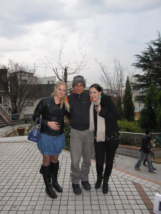 Toва по средата е Салва. Отдясно е Марта - най-добрата ми приятелка, която учи и живее в Япония.
