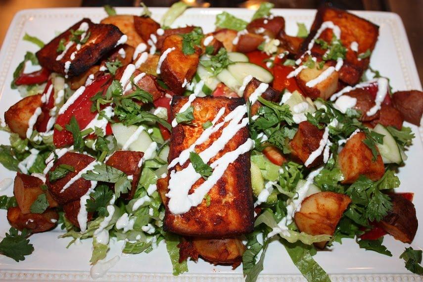 Може да се добави печено тофу в голяма салата заедно с печени или сотирани картофи и да се полее с някакъв дресинг.