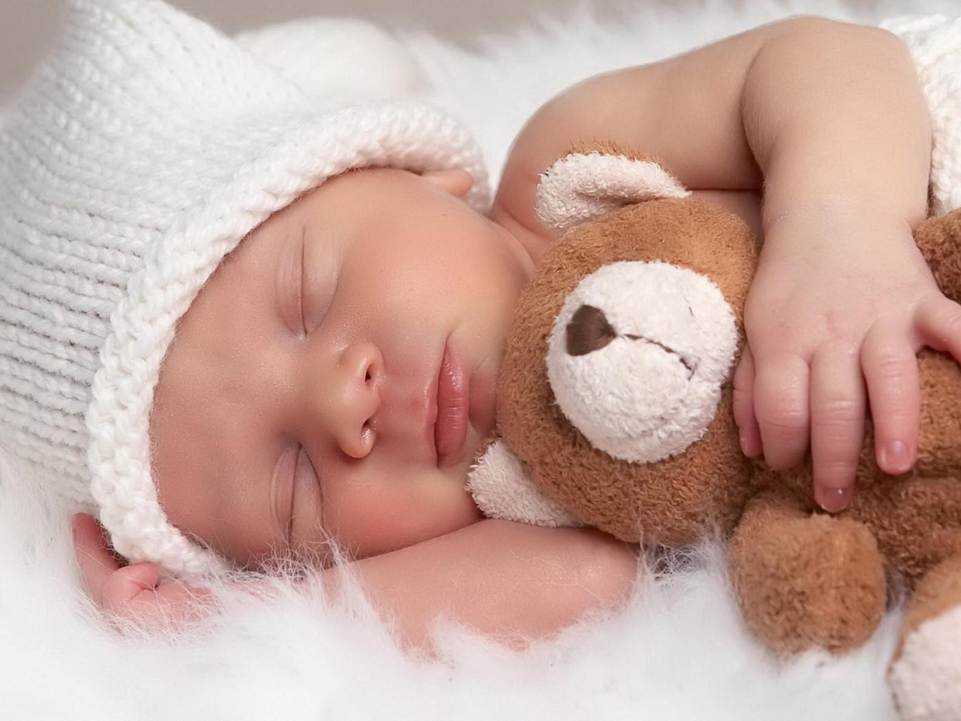People_Children_Sleeping_baby_029016_-1