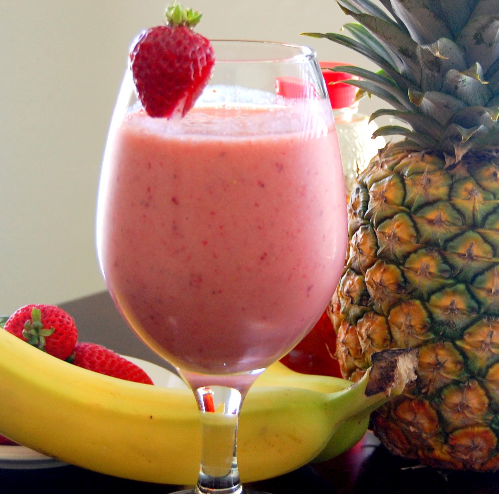 strawberry-banana-pineapple-smoothie